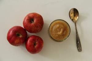 Homemade healthy cinnamon and spice applesauce