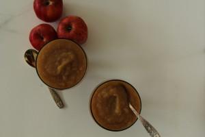 Homemade healthy cinnamon and spice applesauce